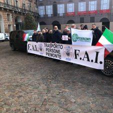 """Oggi presidio in piazza degli Ncc (noleggiatori con conducente): """"No alla norma sul rientro obbligatorio"""""""