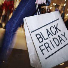 """Black Friday, Confesercenti – Swg: """"Il rito si consolida. Oltre 16 milioni di italiani pronti a comprare, spesa prevista 1,7 miliardi. Occasione anche per i negozi, ma la bulimia di promozioni rischia di essere controproducente"""""""
