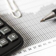 Sospesi i versamenti dell'Iva e dei contributi previdenziali dovuti entro il 16 novembre: ecco chi ne può beneficiare. Rinvio del pagamento al 16 marzo 2021