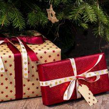 """Confesercenti: """"Sotto l'albero di Natale dei piemontesi meno regali (-17,9%) e meno spese (-20,6%). Covid e timori per il futuro condizionano le feste: consumi in calo (-400 milioni), cresce il risparmio (+11,1%)"""""""
