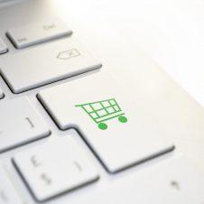 E-commerce, dal 1° luglio in vigore le nuove regole europee: ecco gli obblighi per i commercianti che vendono a privati consumatori all'interno della Ue