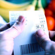 """Lotteria dello scontrino, Confesercenti: """"Nei negozi per ora è un flop, chiede di partecipare solo il 6% dei clienti"""""""